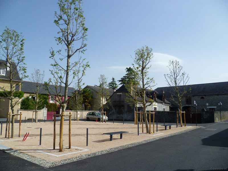 Arzacq, place de la bastide