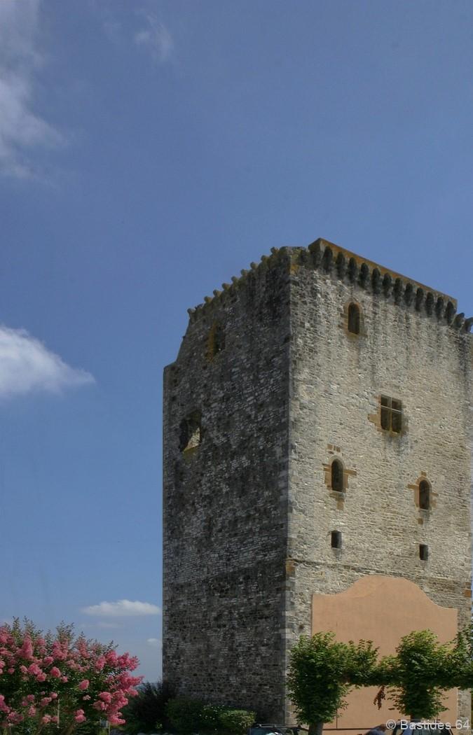 Labastide-Villefranche, le donjon du 14e siècle