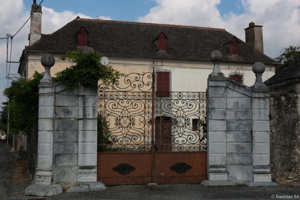 Montaut, portail maison Baron