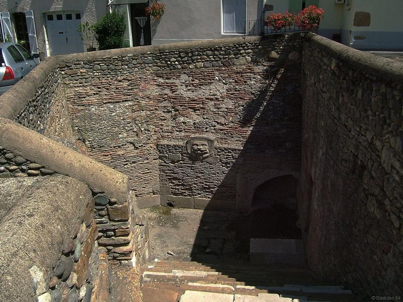 Navarrenx, fontaine militaire
